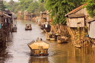 HMS0187921 Vietnam, Mekong Delta, Water village, Carriage barge