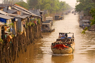 HMS0187923 Vietnam, Mekong Delta, Water village, Carriage barge