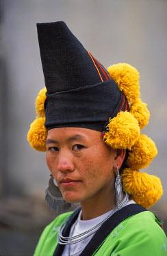 HMS0236936 Vietnam, Son La Province, Thuan Chau, portrait of a Hmong woman with traditional outfit