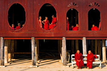 HMS0230421 Myanmar (Burma), Shan State, Shwe Yan Pye, Shwe Yan Pye monastery, novices awaiting the first religious service of the morning