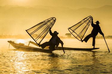 HMS2067604 Myanmar (Burma), Shan State, Inle Lake, Fishermen