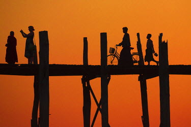 HMS2067619 Myanmar (Burma), Mandalay Division, Amarapura, U Bein Bridge at Sunset
