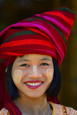 HMS2169203 Myanmar, Shan State, Inle Lake, Indein (Inthein) village, Young Pa-O woman