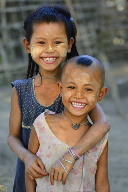 HMS2237700 Myanmar, Rakhine State, Mrauk U region, Pan Ba village, Cheerful children