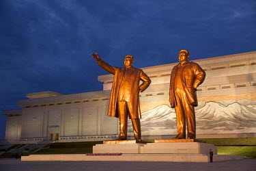 NKO0101 North Korea, Pyongyang. Bronze statues of Kim Il Sung, arm out pointing the way forward, and Kim Jong Il, forming the Mansudae Grand Monument on Mansu Hill.