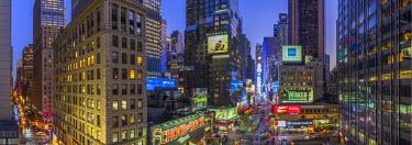 US61210 USA, New York, Manhattan, Midtown, Broadway towards Times Square