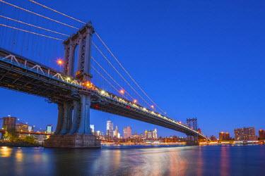 US61284 USA, New York, Brooklyn, Manhattan Bridge and Lower Manhattan Skyline