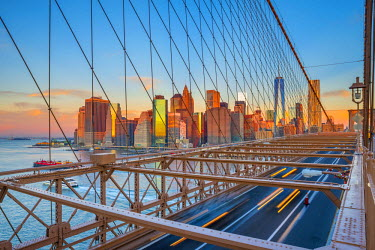 US61290 USA, New York, Brooklyn Bridge and Lower Manhattan Skyline with Freedom Tower