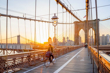 US61301 USA, New York, Manhattan, Brooklyn Bridge at Sunrise