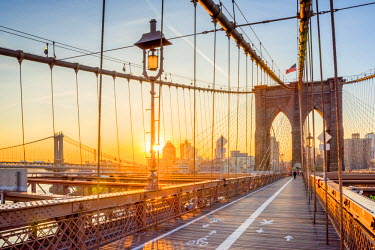 US61302 USA, New York, Manhattan, Brooklyn Bridge at Sunrise