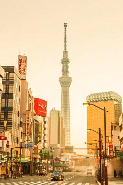 TPX52276 Japan, Honshu, Tokyo, Asakusa, Street Scene and Tokyo Sky Tree