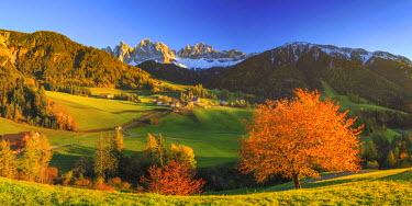 IT04414 Italy, Trentino Alto Adige, South Tyrol Region, Val di Funes and Santa Magdalena town with Puez Odle Dolomites Group (Puez Geisler) in the Background