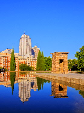 SPA6688AW Spain, Madrid, Parque del Oeste, View of the Temple of Debod.