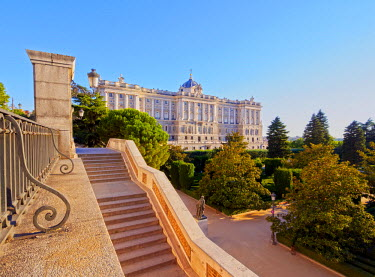 SPA6691AW Spain, Madrid, View of Jardines de Sabatini and the Royal Palace of Madrid.