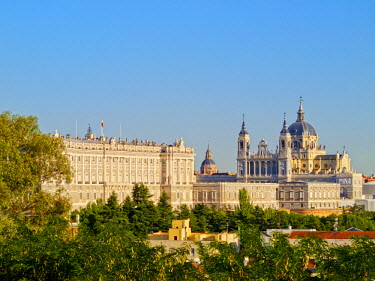 SPA6697AW Spain, Madrid, View of the Cathedral of Saint Mary the Royal of La Almudena and the Royal Palace of Madrid.