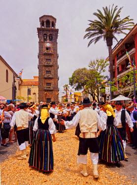 SPA6765AW Spain, Canary Islands, Tenerife, San Cristobal de La Laguna, Traditional Canarian Party Romeria de San Benito de Abad in front of the La Concepcion Church.
