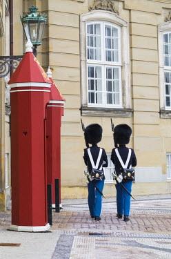 DK01065 Denmark, Zealand, Copenhagen, Amalienborg Palace, royal guards