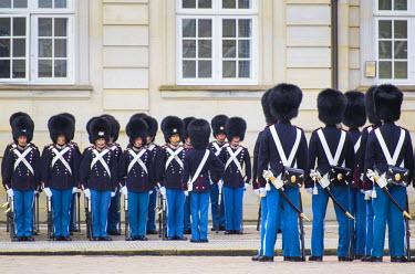 DK01066 Denmark, Zealand, Copenhagen, Amalienborg Palace, royal guards