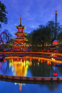 DK01118 Denmark, Zealand, Copenhagen, Tivoli Gardens Amuseument Park, Chinese pavillion