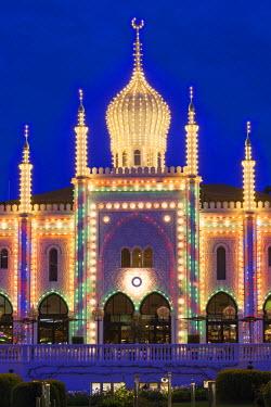 DK01120 Denmark, Zealand, Copenhagen, Tivoli Gardens Amuseument Park, exterior of the Nimb Hotel, dusk