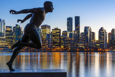 CAN2947AW Statue of Harry Jerome with downtown skyline in the background, Stanley Park, Vancouver, British Columbia, Canada