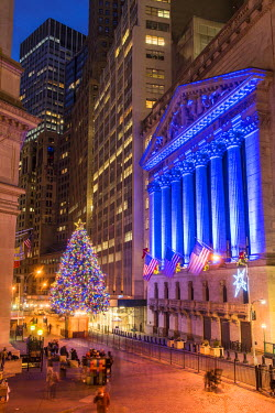 USA10661AW New York Stock Exchange with Christmas tree by night, Wall Street, Lower Manhattan, New York, USA