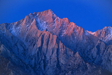 USA10728AW USA,California, Eastern Sierra, Lone Pine peak at dawn