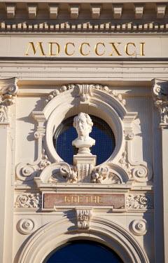 SWI7696 Switzerland, Zurich. Statue of German writer and statesman Wolfgang von Goethe on the facade of the Opera Theatre.