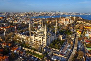 AS37AKA2080 Aerial view of Hagia Sophia, Blue Mosque and the Bosphorus, Istanbul, Turkey