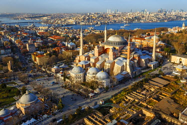 AS37AKA2081 Aerial view of Hagia Sophia and Golden Horn, Istanbul, Turkey