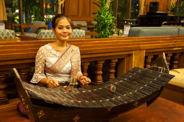 AS40CCE0051 Cambodia. Seam Reap. Woman Playing a Roneat, the Khmer Xylophone.
