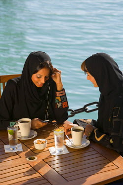 AS44PAD0002 Two women talking, Dubai, United Arab Emirates