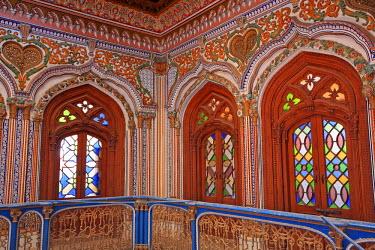 AS28YNI0037 The beautiful woodwork in Chiniot Palace in Pakistan.