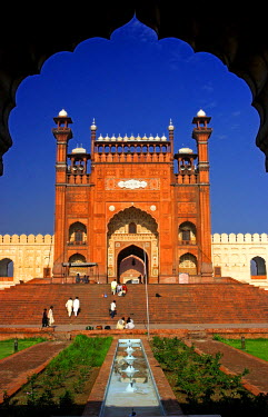 AS28YNI0057 View from the arch of Badshahi Masjid, Lahore, Pakistan.
