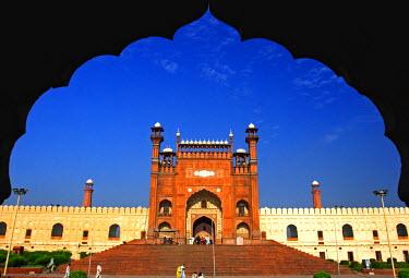 AS28YNI0058 View from the arch of Badshahi Masjid, Lahore, Pakistan.