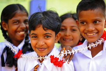 AS33AAS0002 Sri Lanka, Colombo, group of children posing and smiling in front of camera with flower neckless and in uniform, Colombo, Sri Lanka (MR)