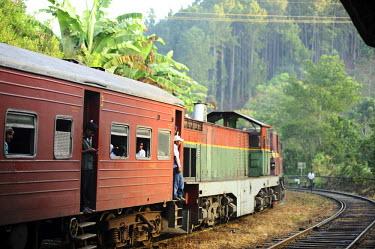 AS33AAS0014 Sri Lanka, Ella, train out of train station through lush vegetation