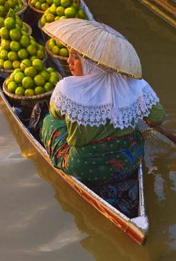 AS11KSU0299 Woman with hat rowing canoe, Lok Baintan Floating market, Banjarmasin, Kalimantan, Indonesia