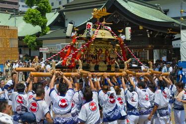 AS15KSU0103 Parade carrying float celebrating Tenji Matsuri Festival, Osaka, Japan