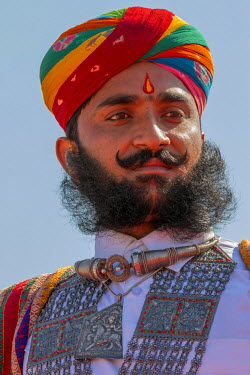 AS10TNO0039 Man with turban participating in the moustache competition. Desert festival. Jaisalmer. Rajasthan. India.