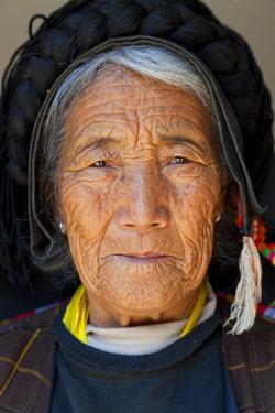 AS07PAD0064 Tibetan woman, near Damba, Sopo area, Sichuan, China