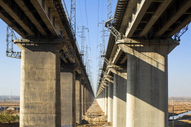 AS07PSO0328 China, Shanxi Province, Datong, Parallel lines of concrete supports of elevated high speed railway tracks
