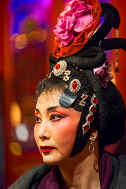 AS07PSO0357 China, Sichuan Province, Chengdu, Female performer wearing traditional makeup and costume backstage at Chinese Opera show at Shu Feng Ya Yun Sichuan Opera