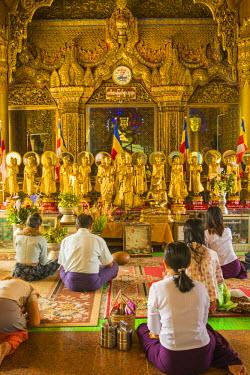 AS06IHO0557 Myanmar. Yangon. Sule Pagoda. Buddhist worshippers praying.