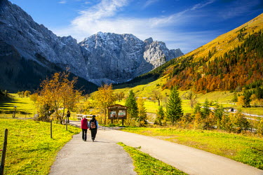 EU03SHA0000 A couple strolling in the Alps, holding hands in the Fall. Almdorf Eng, Austria