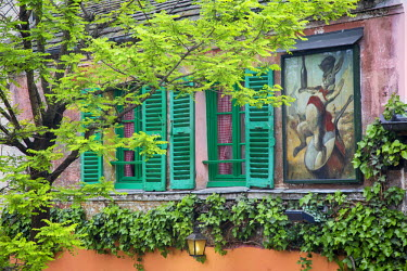 EU09BJN1613 Au Lapin Agile, a tiny cabaret frequented by Picasso, Hemingway and other artists in the early 20th century, Montmartre, Paris France