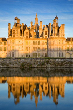 EU09BJN1689 Sunset over the massive, 440 room, Chateau de Chambord, Loire-et-Cher, France
