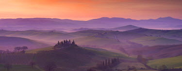 EU16BJN0530 Belvedere and countryside at dawn, San Quirico d'Orcia, Tuscany, Italy