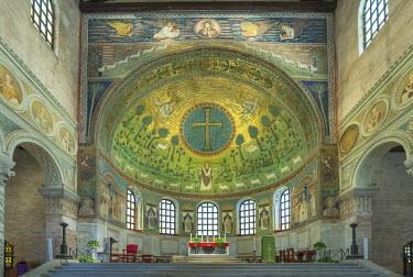 EU16RTI0251 Italy, Ravenna, Basilica of Sant'Apollinare in Classe Interior