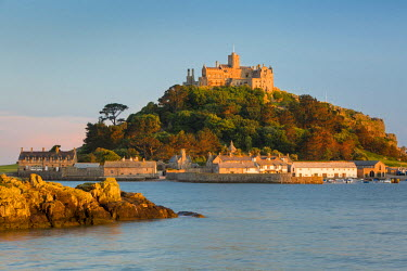 EU30BJN0017 Setting sunlight on Saint Michael's Mount, Marazion, Cornwall, England